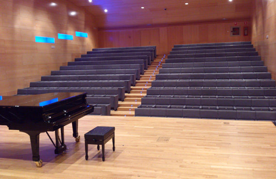 Afinador de pianos a l'Auditori Can Roig i Torres