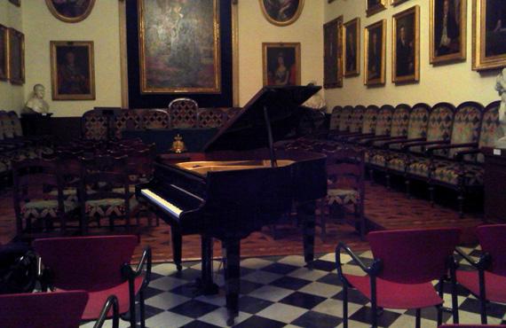 Afinador de pianos a Casa Llotja de Mar, Cambra de Começ de Barcelona